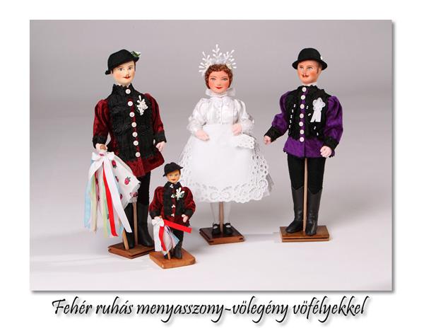 Menyasszony-vőlegény vőfélyekkel