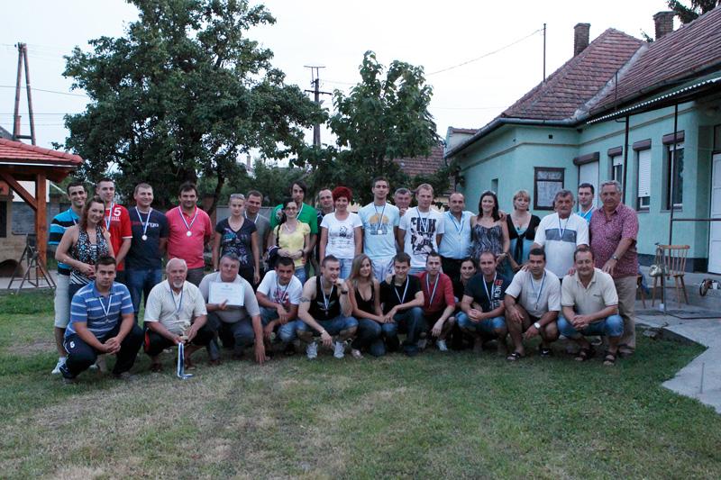 csapat és a segítők