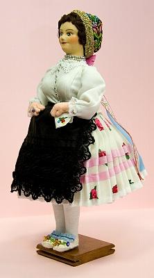 Új menyecske táncoltatási lakodalmi ruha aranycsipkés főkötős (1800-1820)